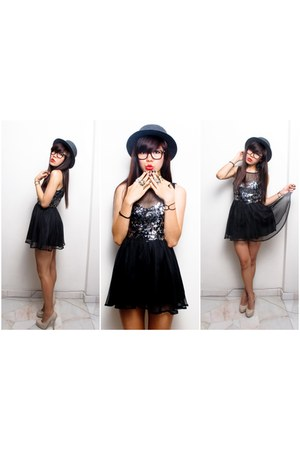 iwearsin dress - Tongue in Chic ring - Forever 21 heels