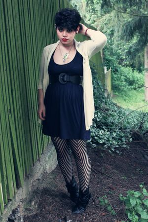 black Love 21 stockings - blue H&amp;M dress - white pins and needles cardigan
