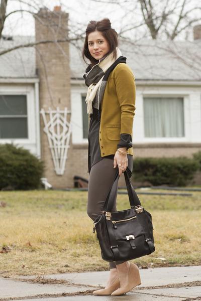 Equipment blouse - wedge Pour La Victoire shoes - Loro Piana scarf