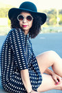 Black-vintage-hat-navy-gap-dress-black-zara-heels