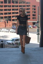 faux suede Express boots - faux leather Express belt - cotton Express t-shirt