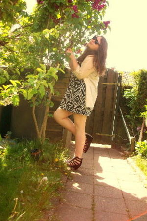 H&M dress - Vila shirt - H&M shoes - Ray Ban sunglasses