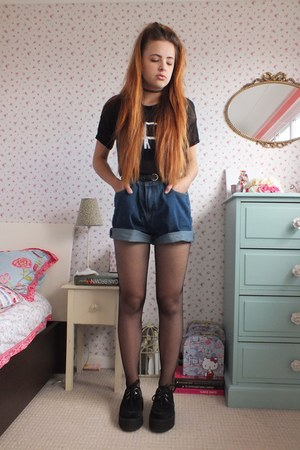 navy denim Tomtop shorts - black fishnet Pamela Mann tights