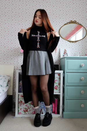 heather gray pleated Urban Outfitters skirt - black duster Primark jacket