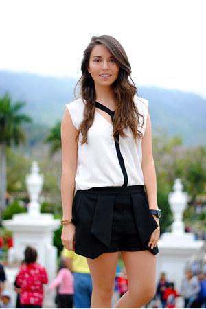 handmade purse - Zara shorts - charly blouse - Stradivarius sneakers