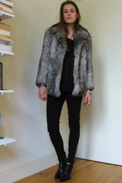 black elfin c doux boots - beige vintage fur coat