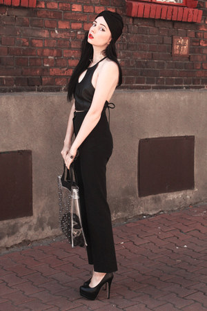 black Oasapcom heels