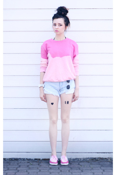 DIY blouse - Kangaroos shoes - Levis shorts