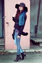 black H&M heels - sky blue QooQoo leggings