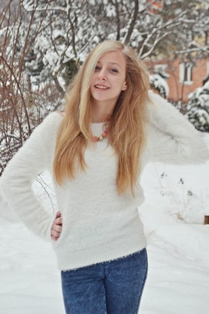 fluffy white H&M sweater - blue Bershka jeans - pink Accessorize necklace