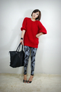 Red-2bb3-top-gray-2bb3-leggings-black-2bb3-shoes-black-2bb3-purse