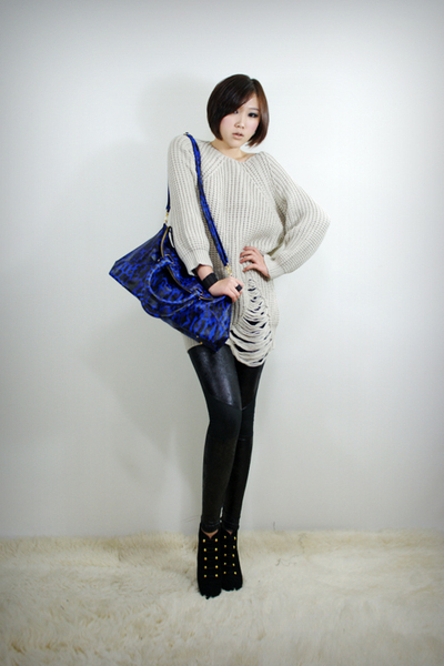 beige 2BB3 top - black 2BB3 leggings - black 2BB3 shoes - blue 2BB3 purse