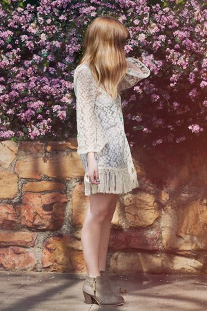 white lace romwe dress - cream beginning boutique boots