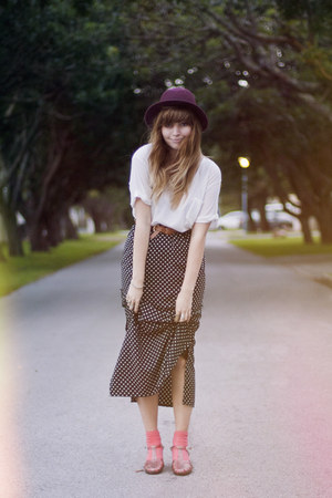 jelly vintage sandals - polkadot vintage skirt - white RVCA t-shirt