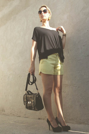yellow short curto bag - black shorts