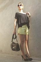 yellow short curto bag - black shorts