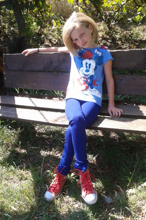 H&M Kids jeans - Disney shirt - chic london sneakers