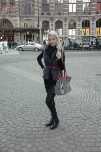 Gucci boots - leggings - Gucci bag - Pull and Bear vest - belt