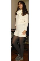 gray Calzedonia tights - white cotton H&M dress