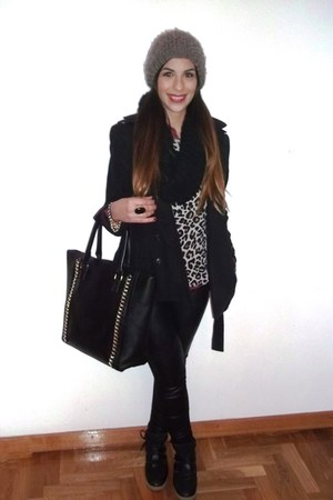 Bershka sweater - Zara coat - Bershka leggings - Primark bag