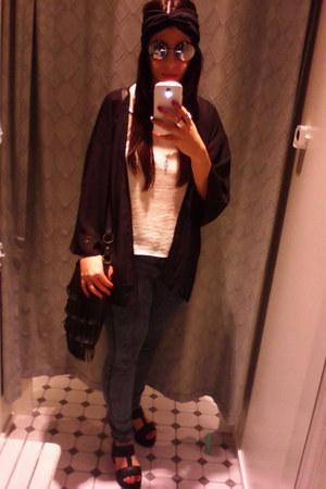 Bershka jeans - Primark bag - Bershka vest - Bershka sandals