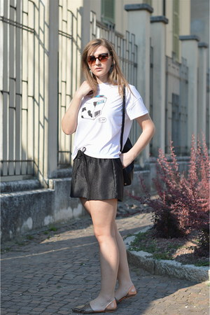 white cotton zaful t-shirt - black Zara shorts