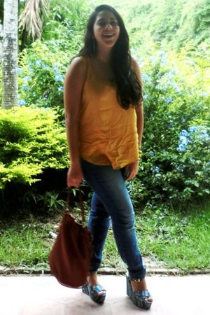 wedges - jeans - shirt - bag