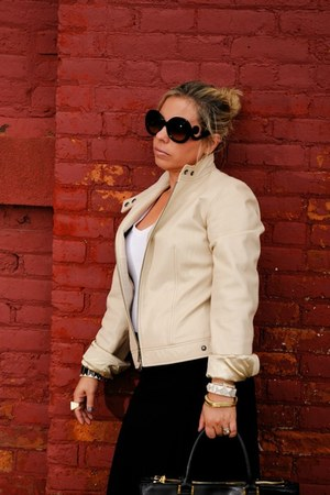 black tory burch bag - beige banana republic jacket - black Prada sunglasses