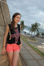 Salmon-jeans-mini-cubus-shorts-black-cross-urban-outfitters-top
