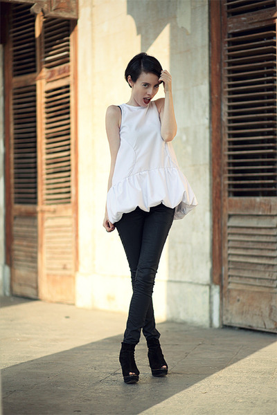 black jeans white top - Jean Yu Beauty