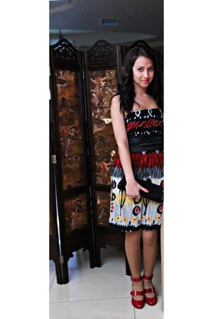 black classy purse - ruby red colourfull black yellow white dress