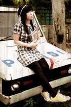I dare to sit on the POLICE CAR!how bout u?:)