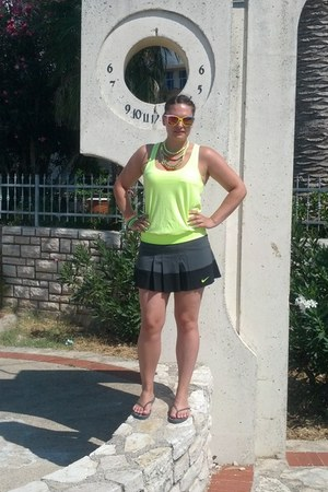 lime green Amisu shirt - gray skort nike skirt
