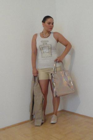 tan peplum Amisu jacket - beige H&M shorts