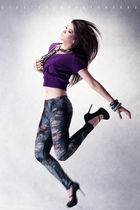 purple shirt - gray Marc by Marc Jacobs leggings - black new look shoes