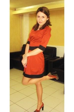 carrot orange shoes - tawny dress