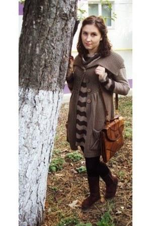 brown dress - dark brown boots - black leggings - tawny vintage purse