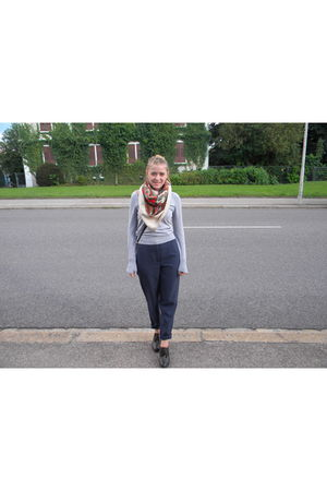 brown shoes - blue pants - beige scarf