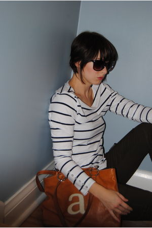 white H&M top - green J Brand jeans - brown ROOTS bag