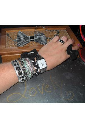 metal Andie Raz bracelet