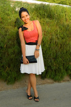 salmon pleated Mango top - ivory vintage skirt - black Paez sandals