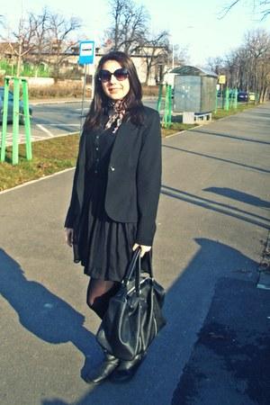 Lashez dress - poema blazer - moa bag - SIX ACCESORIES sunglasses
