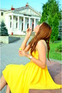 Yellow-fluid-lady-di-dress-teal-clutch-nissa-bag