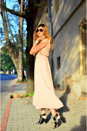 cream nude Sheinside dress - black Bershka sandals