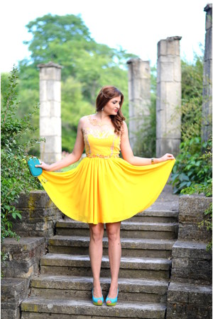 yellow fluid Lady Di dress - teal clutch nissa bag