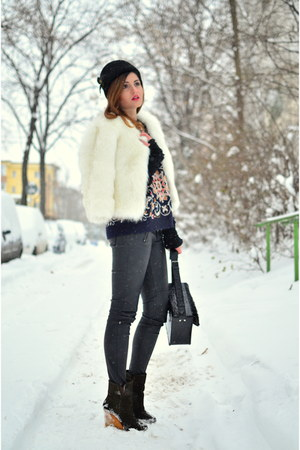 white fur Buyingdress jacket - black leather look New Yorker pants