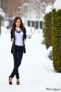 Black-sweater-white-shirt-black-necklace-black-pants-black-heels
