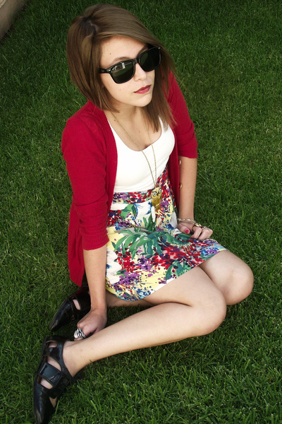 1412a1a0604 red amelias sweater - green Rue 21 dress - gold Forever 21 necklace - black  Rue