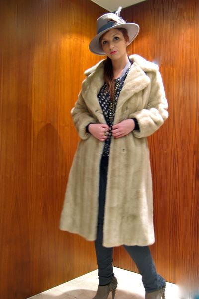 beige faux fur vintage coat - tan sam edelman boots - beige Twice hat