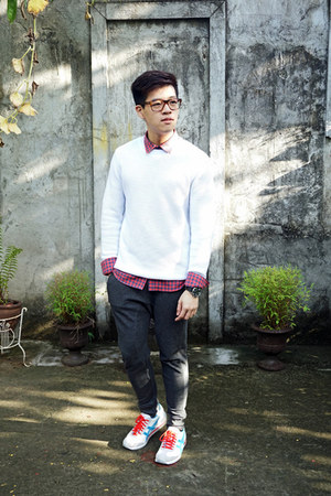 white knitted Topman sweater - red cotton on shirt - dark gray jogger Zara pants